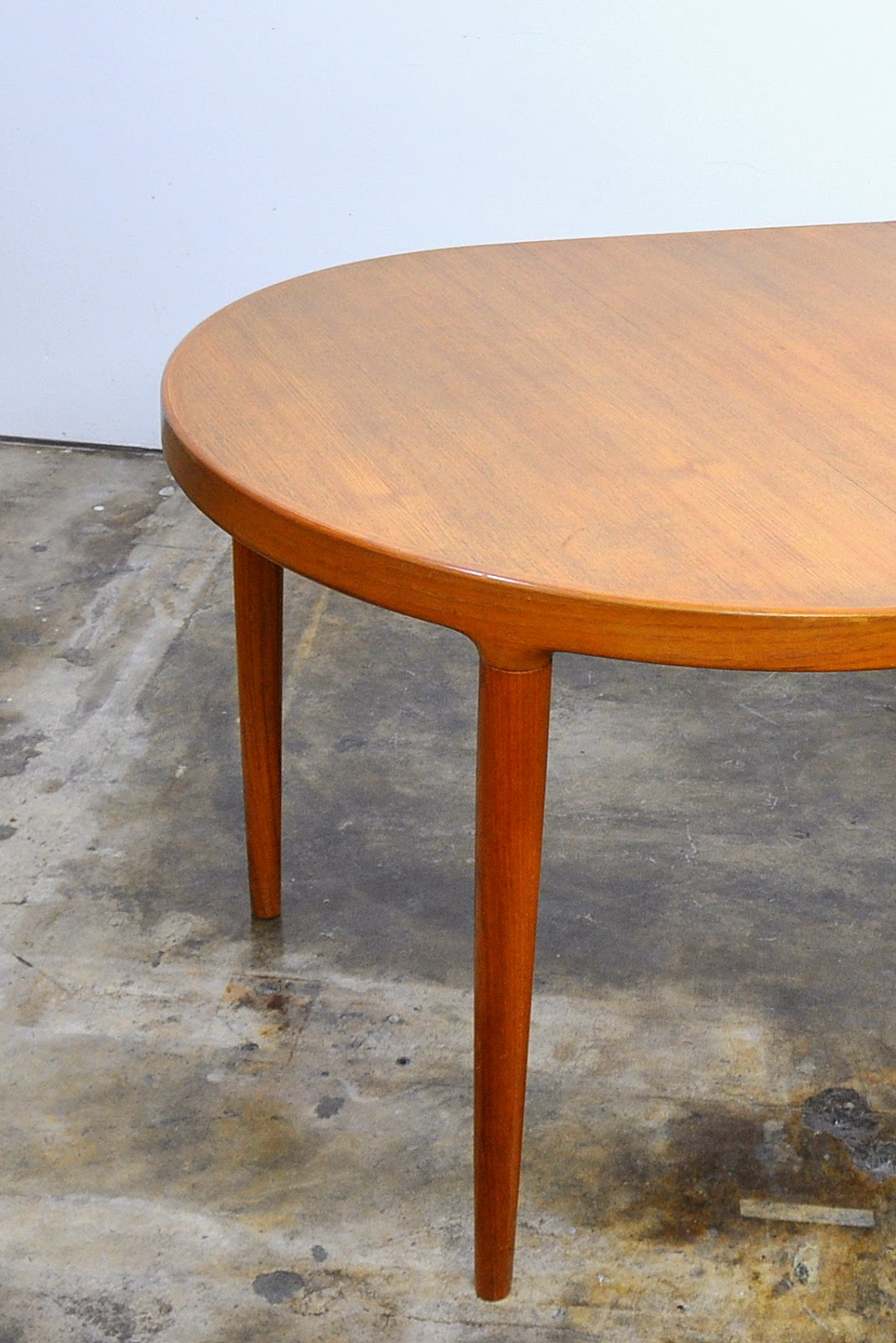 Mid Century Modern Round Dining Table
