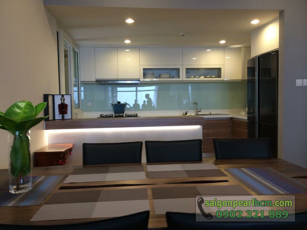 Bán Saigon Pearl giá tốt 3 phòng ngủ 135m2 nội thất siêu đẹp - phòng bếp