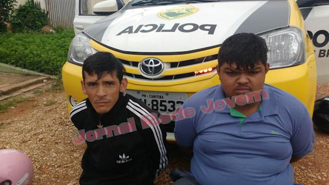Dois homens são presos com crack e moto roubada