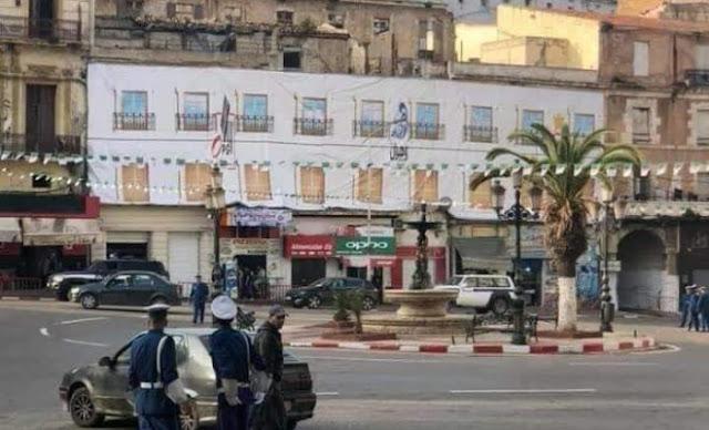 Oran Insolite : Des façades en cartons pour dissimuler de vieux immeubles