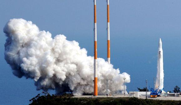 Korea Luncurkan Roket Luar Angkasa