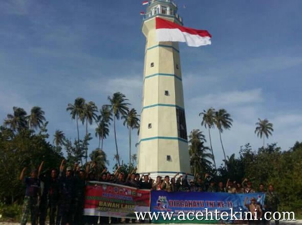 Sambut HUT TNI, Bendera Raksasa Berkibar
