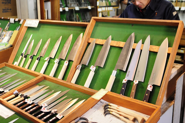Japanese good knives at Tsukiji Market