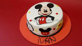 tarta de fondant mickey mouse sin gluten de azucar con arte en ubrique cadiz