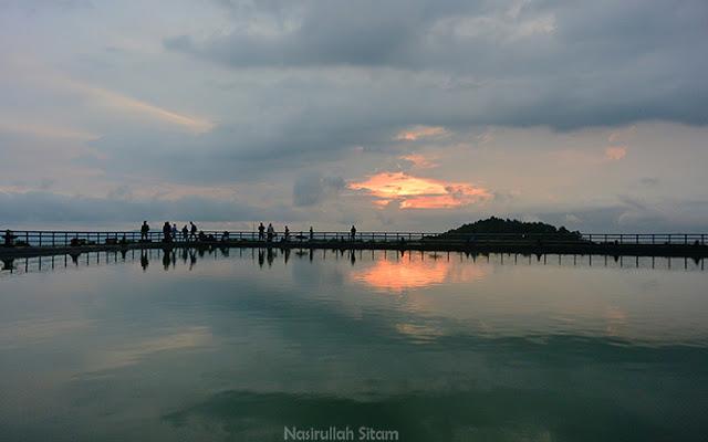 Sunset Embung Nglanggeran tertutup awan