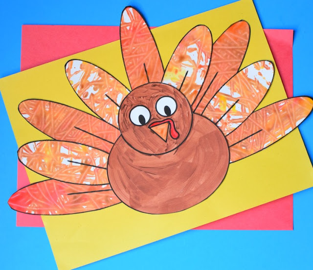 Marble Painted Turkey- Thanksgiving craft for kids. Paint feathers with this fun process art technique. Great for preschool, kindergarten, or elementary kids. Cutting and gluing promotes fine motor skills!