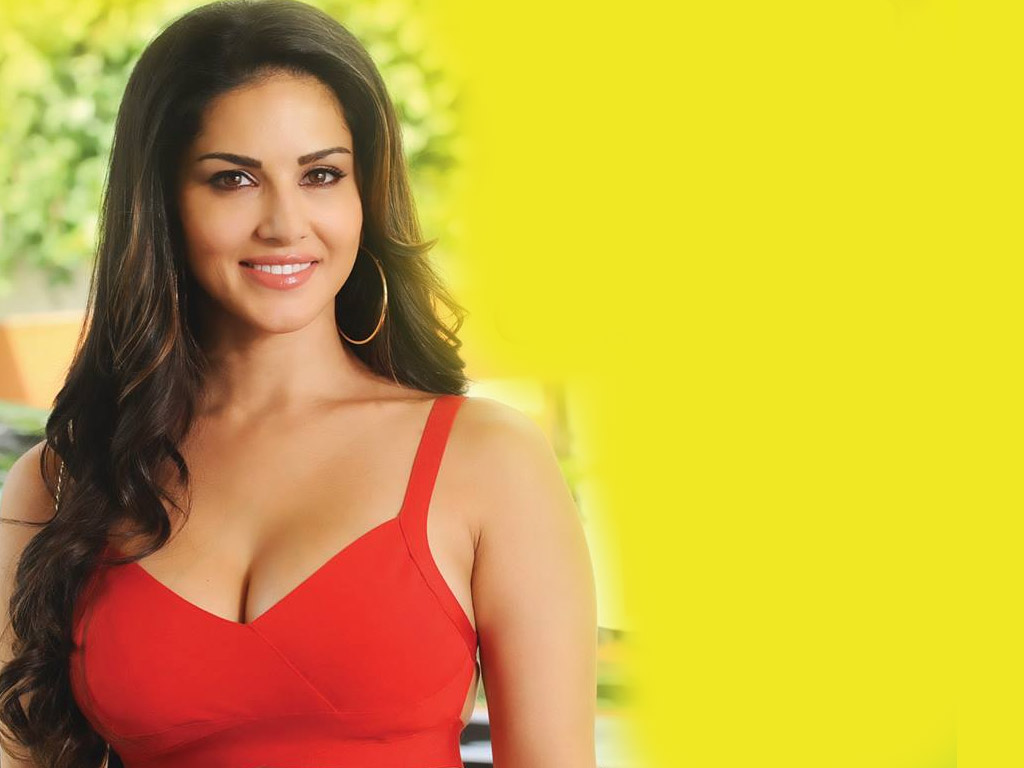 Hot sexy photos of sunny leone bollywood hot for Hot wallpapers world