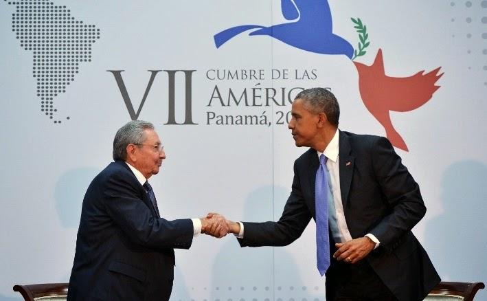 Barack Obama e Raul Castro em encontro histórico no Panamá