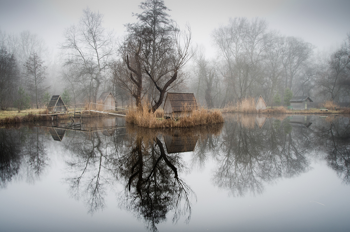 13-Viktor Egyed-Photographs-of-the-Enchanted-Fishing-Village-www-designstack-co