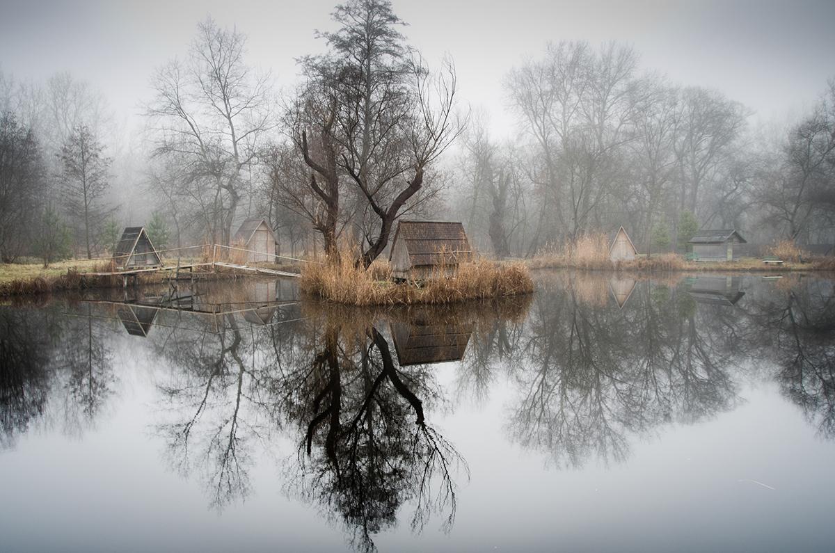 13-Viktor Egyed-Photographs-of-the-Enchanted-Fishing-Village-www-designstack-co