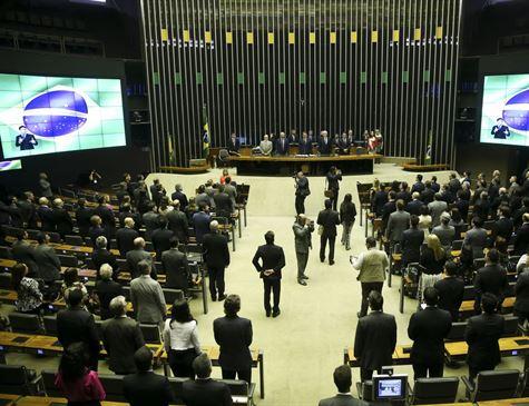 Partidos se mobilizam para definir líderes e intensificam negociações