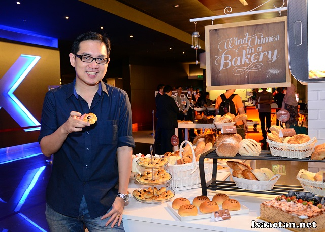 Hey, that's me enjoying my piece of red bean bun at the screening