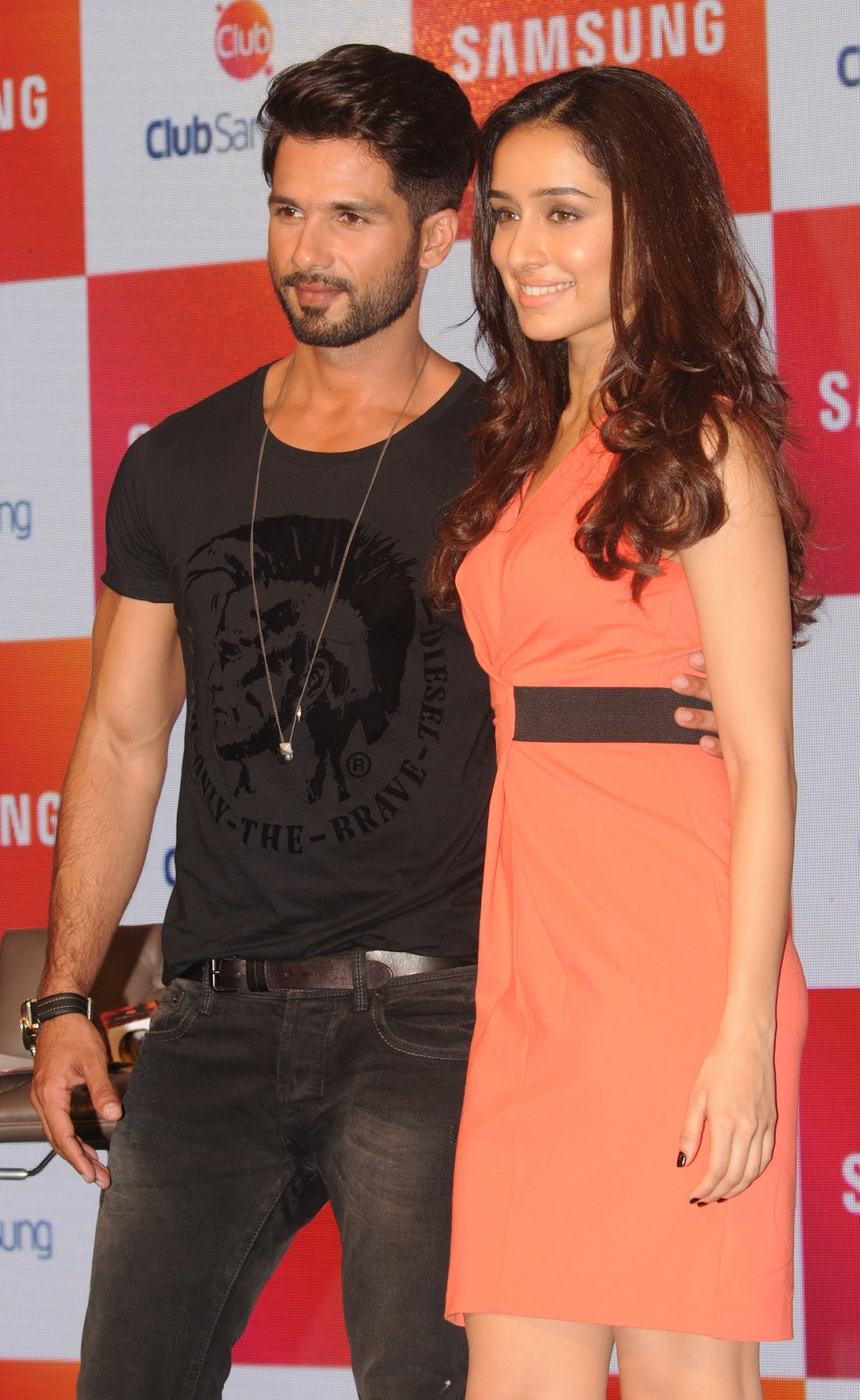 Hot Shraddha Kapoor Looks Stunningly Sexy & Beautiful in Orange Dress with Shahid Kapoor