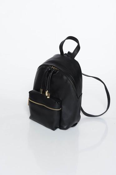 Rucsac negru casual din piele naturala cu accesorii metalice