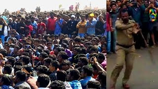 Unity: Police and Public perform Silambattam at the Jallikattu protests