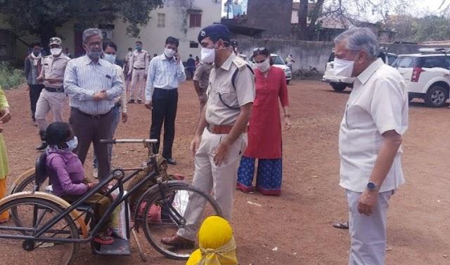 हैप्पी डेज स्कूल एवं कत्था मिल ने बछोरा के 200 परिवारों को बीच बांटा राशन / Shivpuri News