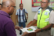 Kapolda Papua Serahkan Tiga Jenazah Korban Banjir Kepada Keluarga