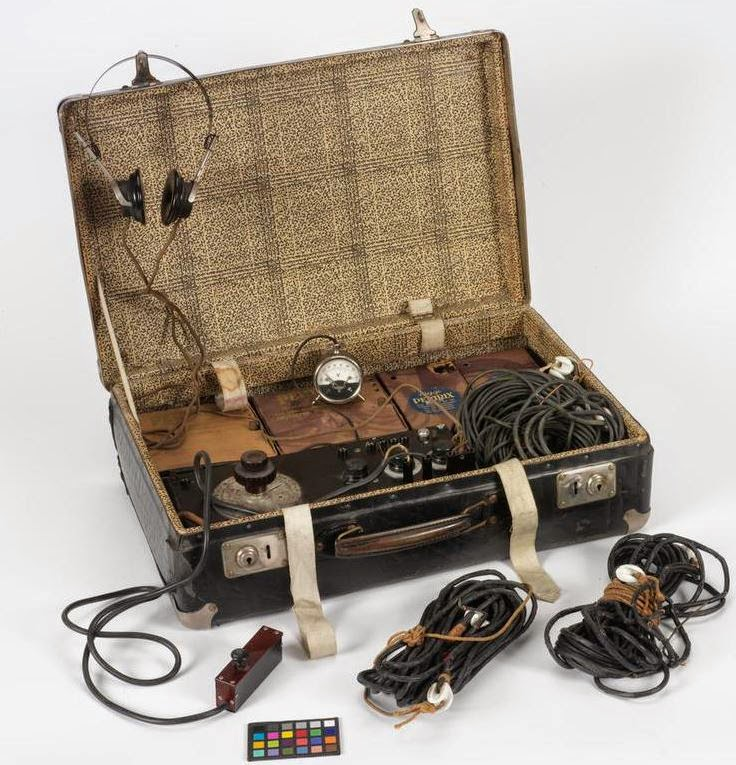 Waldberg transmitter set (SE 92/3)  (Imperial War Museum - COM 1500)