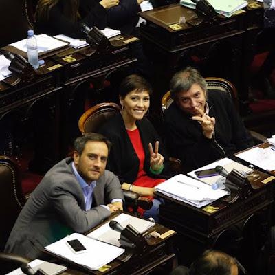 Juan Cabandié, Máximo Kirchner, Mayra Mendoza y Luana Volnovich, presentan proyecto para prohibir que corten luz o gas a jubilados por falta de pago