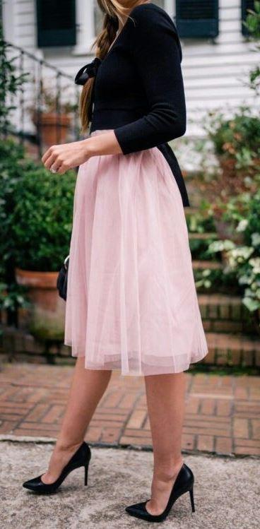 how to wear a blush skirt: black top + bag + heels