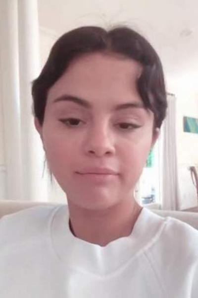 الصور الأولى لسلينا جوميز من داخل المستشفى بعد محاولة(الانتحار)