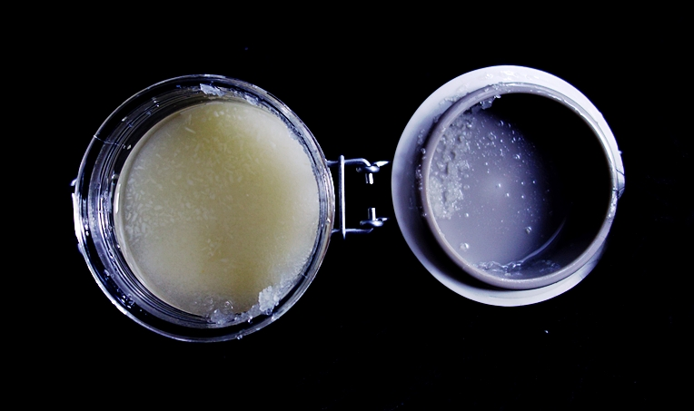 Peeling solno-cukrowy z olejem z pestek mango i kokosem Wallness & Beauty
