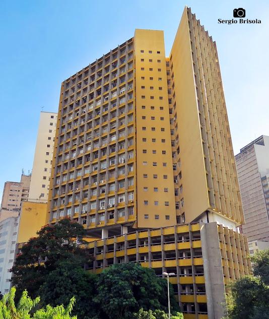 Vista ampla da fachada do Edifício Joelma - Edifício Praça da Bandeira (atual) - Bela Vista - São Paulo