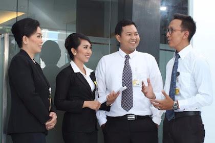 Sikap dan Penampilan Yang Harus diterapkan Oleh Seorang Karyawan Bank Sehari-hari, yuk intip apa aja sih ?