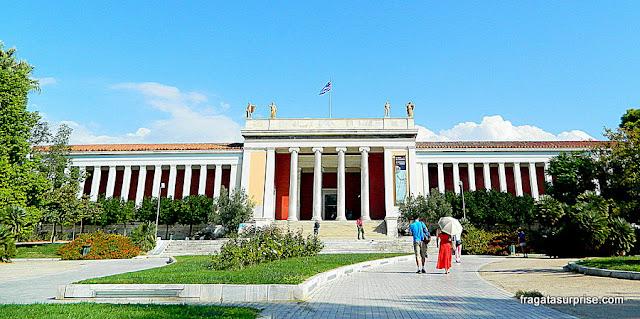 Fachada do Museu Nacional de Arqueologia de Atenas, Grécia
