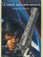 Portada de la novela gráfica La casta de los metabarones, en la que Agnar aparece portando un casco azul y una pistola.