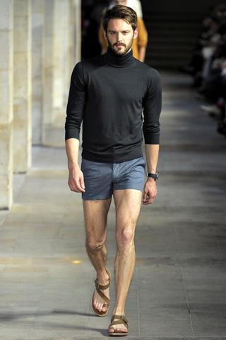 Ale García: Mini Shorts
