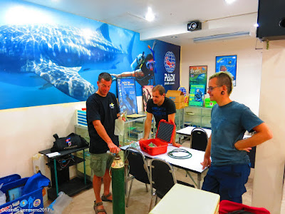 EFRI and PADI Emergency Oxygen Provider Instructor courses for December 2017 on Phuket