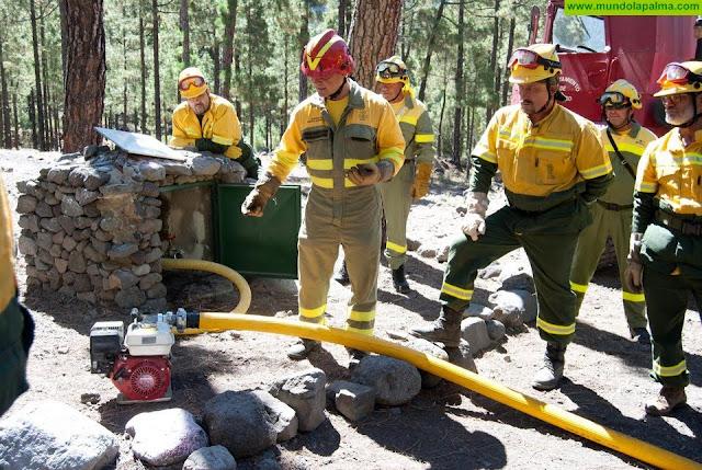 El Gobierno de Canarias destina más de tres millones de euros a servicios de intervención en incendios forestales en El Hierro, La Gomera y La Palma
