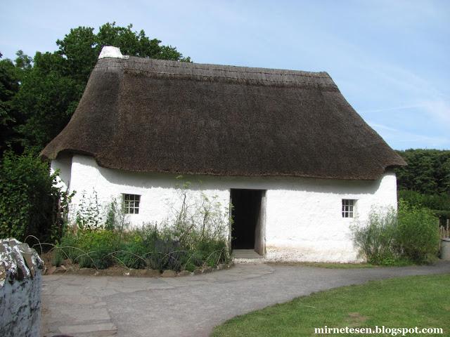 Традиционный дом с соломенной крышей - Музей Сент-Фэгенс, Уэльс