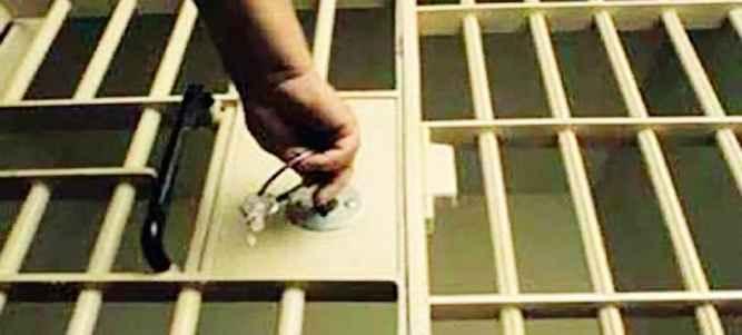 Sebanyak 238 dari 395 orang narapidana (Napi) penghuni lembaga pemasyarakatan (Lapas) Kelas II A Ambon mendapat pengurangan hukuman atau remisi umum.