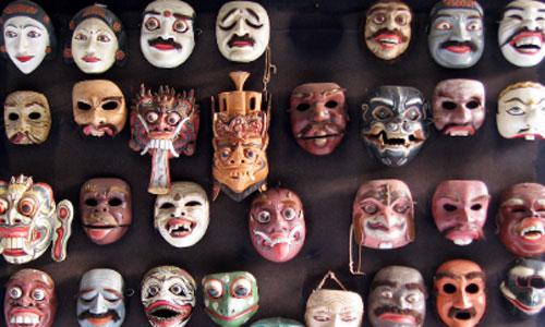 Ilustrasi : Aneka wajah dalam topeng. Gambar dari Internet