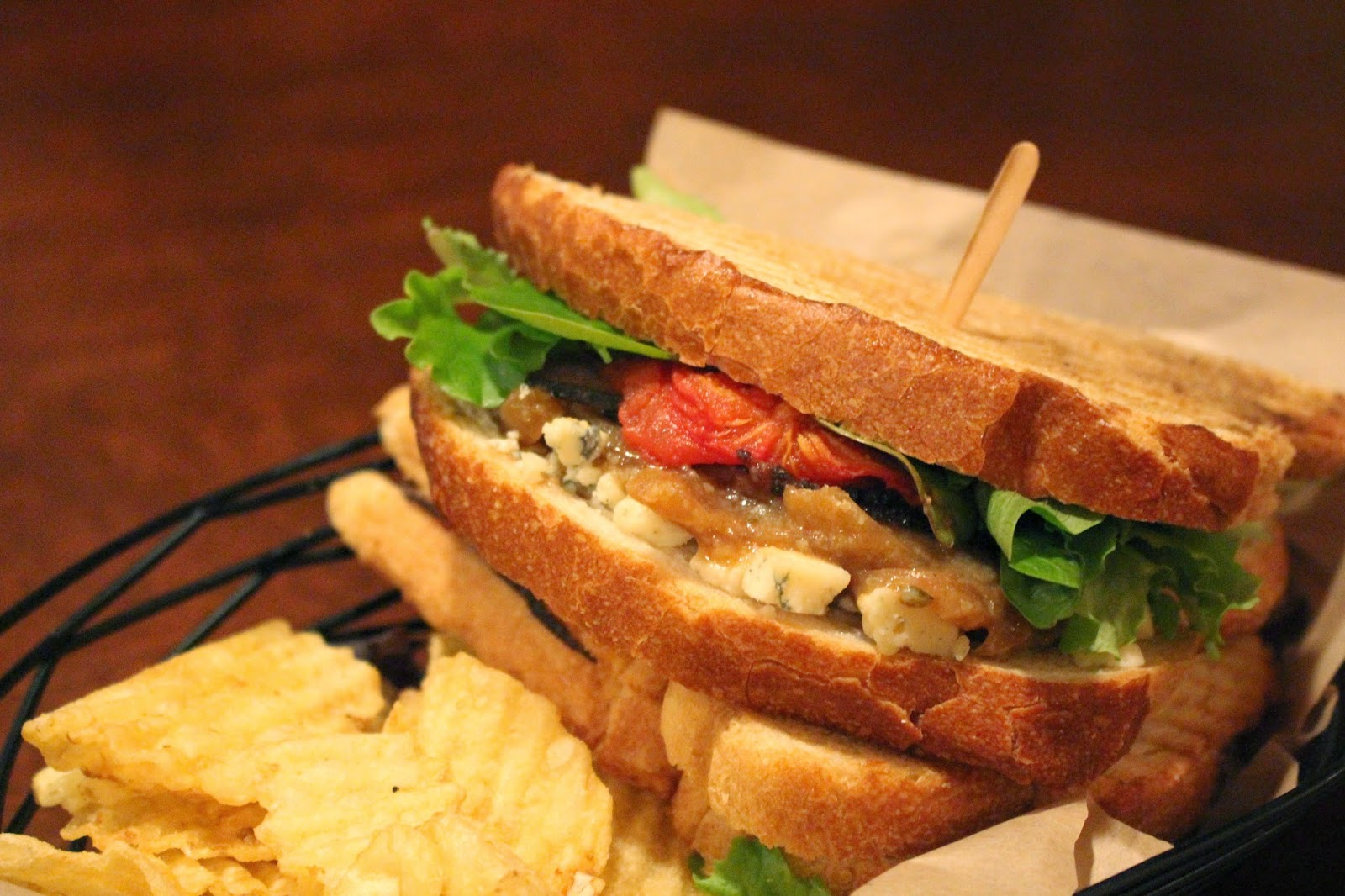BACCHUS BAR & BISTRO OFFERS NEW LUNCH MENU AND HAPPY HOUR