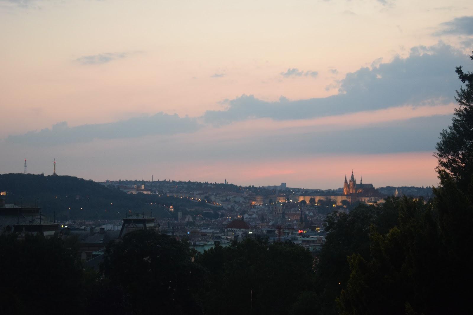 parc vue coucher du soleil prague