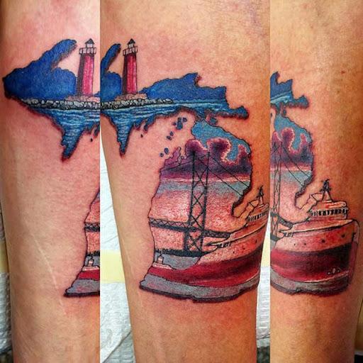 Este colorido mackinac bridge tatuagem