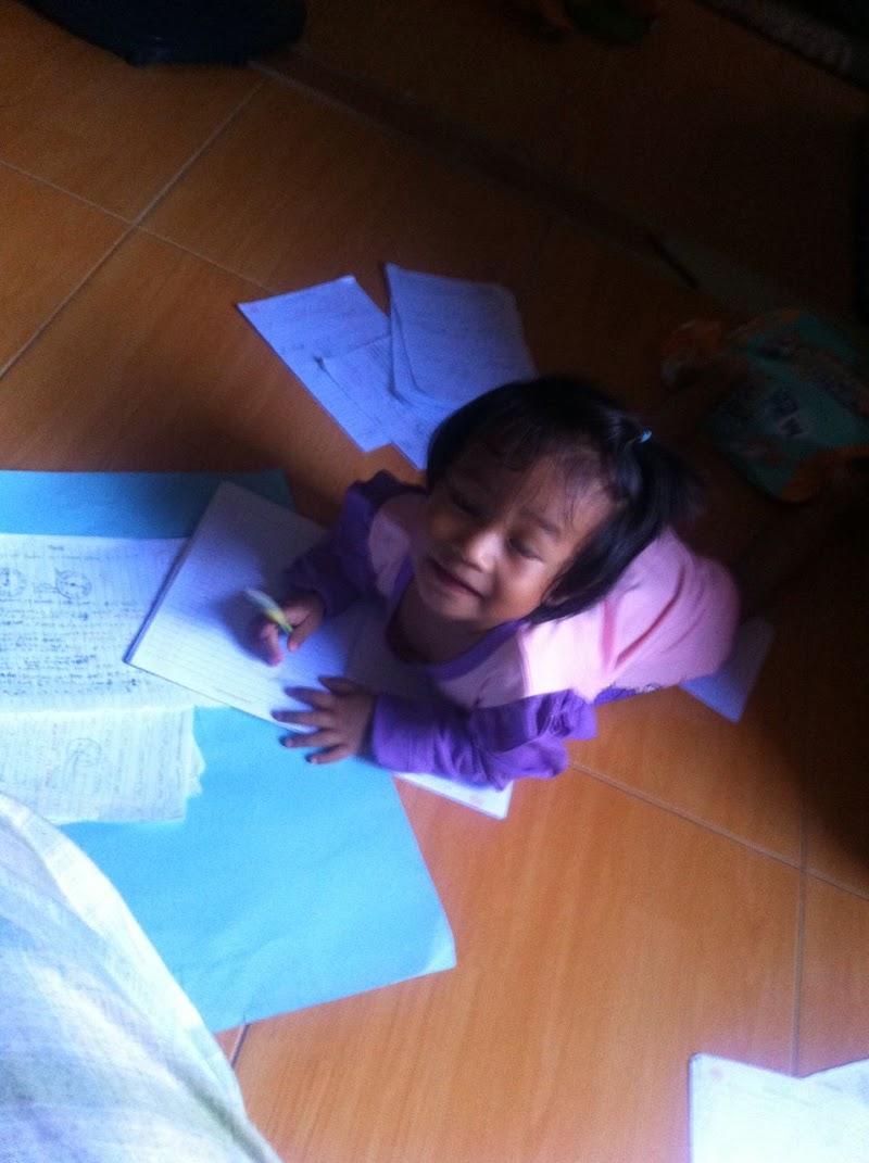 Hafizah dengan Pensil dan kertasnya