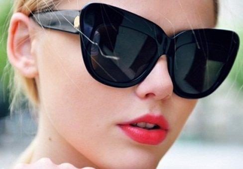 b15064b65 كشفت هذه الدراسة أن المرأة التي تعيش حياتها اليومية وهي ترتدي هذه النظارات  الشمسية، تتمتع براحة نفسية كبيرة، وإيجابية مطلقة تنعكس خيرا على حياتها  وأعمالها ...