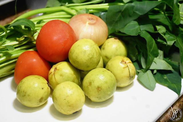 tomatoes, guavas, onion, kangkong