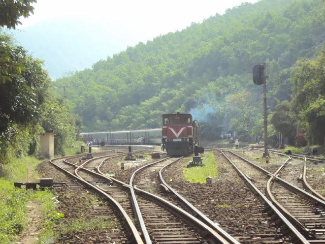 Hai Van Pass viewed from train 4