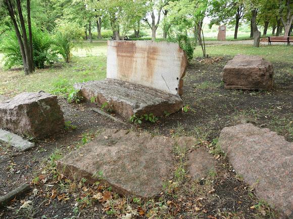 Донецьк. Ботанічний сад. Композиції з каменю