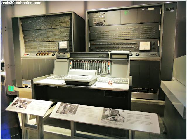 "Model 7030 (""Stretch"") operator console"