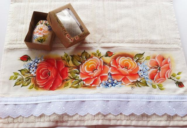 pintura em tecido toalha com rosas
