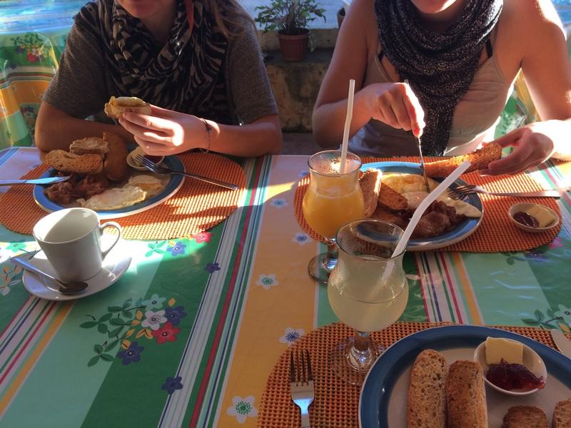 PHILIPPINES : Petit déjeuner au Chekesh restaurant / 5 jours sur Siquijor & Apo Island / www.by-laura.fr