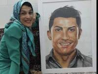Keren ! Menggunakan Kaki, Wanita Penyandang Disabilitas Ini Lukis Wajah Ronaldo