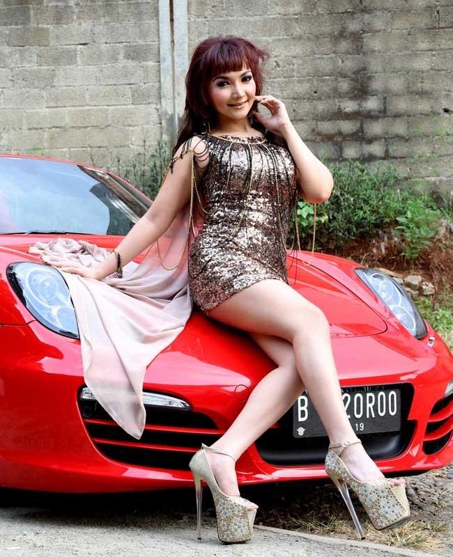 Roro Fitria - Porsche Boxter