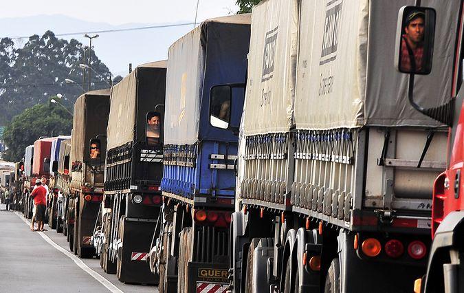 Porto de Paranaguá tem novo sistema de agendamentos para descarga de caminhões